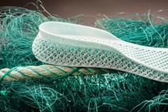 Adidas produz primeiro tenis feito com redes de pesca em impressora 3D