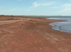Água baixou 6 metros segundo pescadores (Foto: Reprodução / TV TEM)