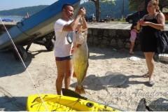 Angelo Neto com pescada amarela fisgada no Guaruja-SP
