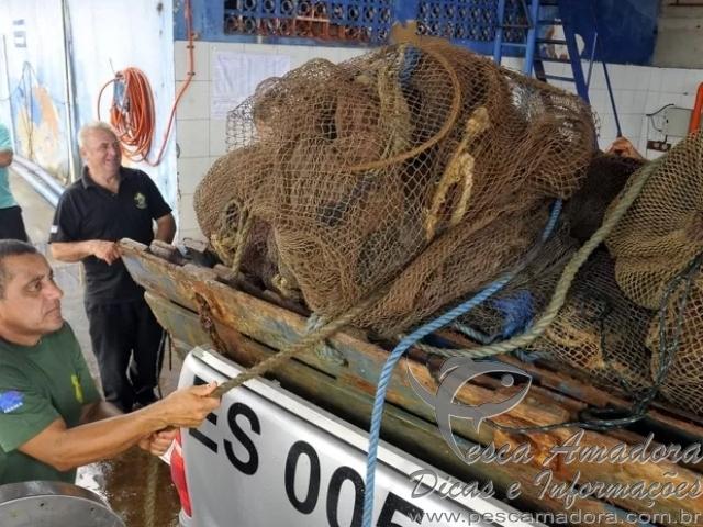 Barco de deputado do ES apreendido por pesca ilegal de camarao