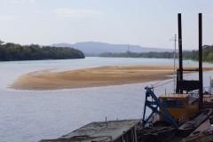 Barcos parados em bancos de areia em Tres Marias
