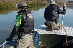 Brigada Militar apreende redes durante fiscalizacao no Rio Uruguai no RS 2