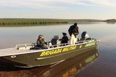Brigada Militar apreende redes durante fiscalizacao no Rio Uruguai no RS