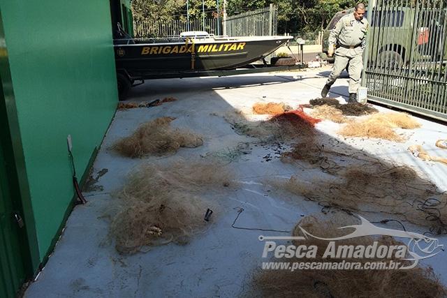 Brigada Militar apreende redes durante fiscalizacao no Rio Uruguai no RS 5