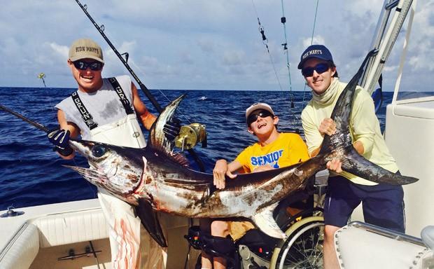 Cadeirante fisga espadaste em pescaria na Florida-USA