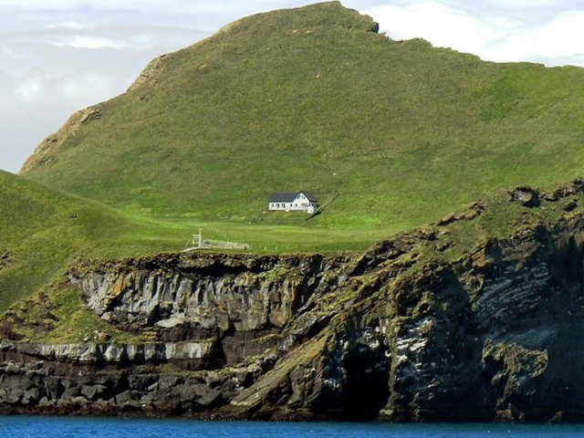 Casa mais isolada do mundo fica em uma ilha na Islandia