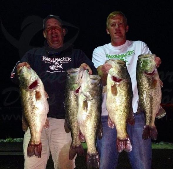 Dupla de pescadores sao presos por trapacear em torneio de pesca nos Estados Unidos