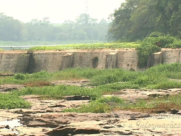 Estiagem afeta cachoeira de Emas em Pirassununga-SP 2