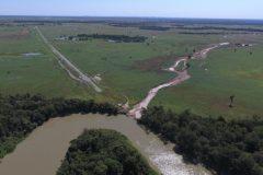 Fazenda constroi canal para desviar agua causando danos ao Rio Araguaia em Goias