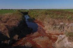 Fazenda constroi canal para desviar agua causando danos ao Rio Araguaia em Goias 5