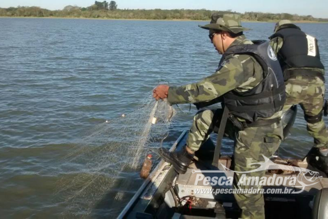 Forca Verde apreende 2.000 m de redes e 300 m de espinheis no Rio Tibagi no PR