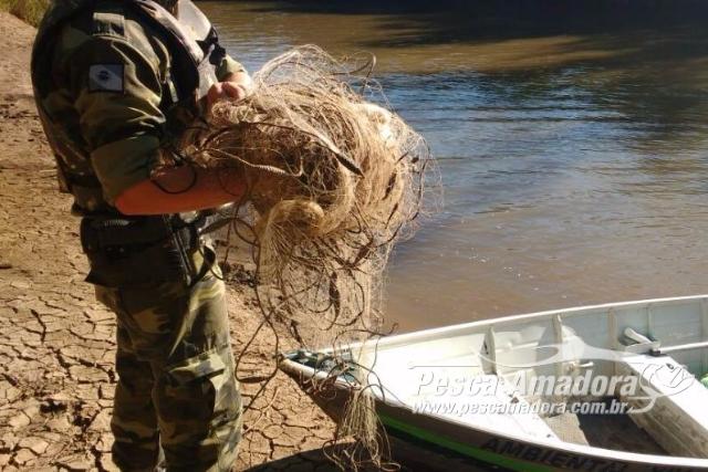 forca-verde-flagra-pesca-predatoria-e-apreende-redes-de-pesca-no-rio-tibagi-pr