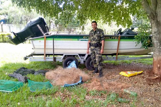 Forca Verde recolhe redes e espinheis durante fiscalizacao no PR 2