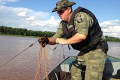 Forca Verde recolhe redes e tarrafas ilegais no Rio Tibagi no PR