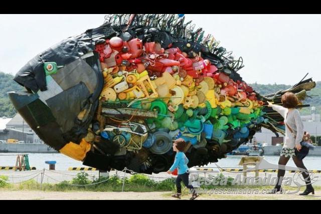 Havera mais peixes ou plastico nos oceanos em 2050