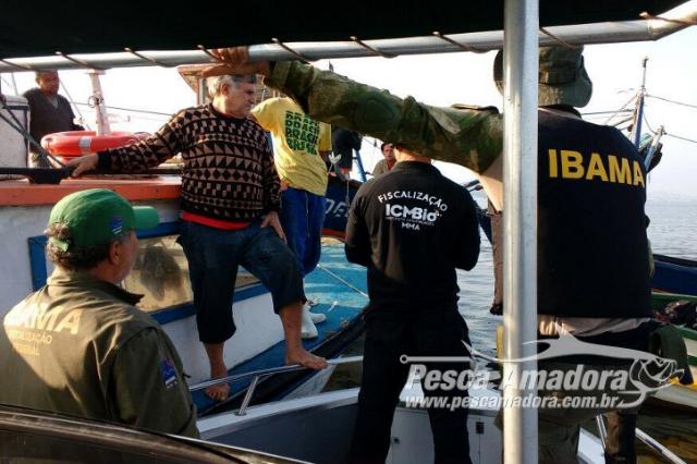 ibama-apreende-5-barcos-clandestinos-e-10-redes-de-arrasto-na-apa-de-guapimirim-rj