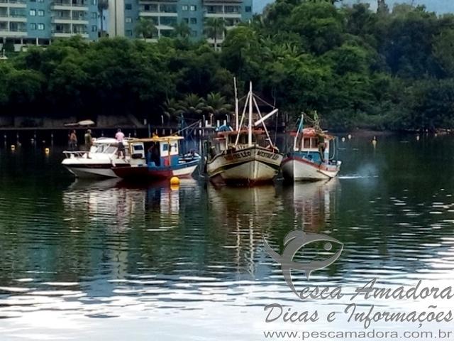 Ibama apreende embarcacoes e redes de arrasto na costa do Rio de Janeiro