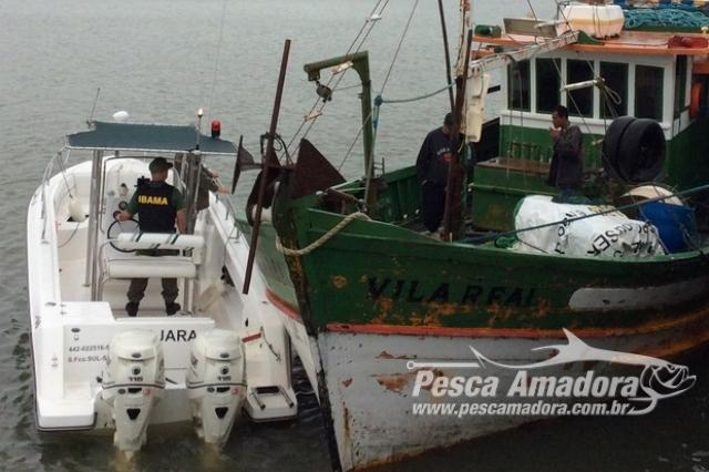 ibama-apreende-tres-barcos-ilegais-com-5-toneladas-de-peixe-em-itajai-sc