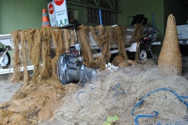 Ibama e IAP apreendem 800 kg de pescado e 2.000 m de redes no Parana