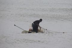 Ibama recolhe 12 redes de pesca e 3 tartarugas mortas na Foz do Rio Itapemirim-ES 3