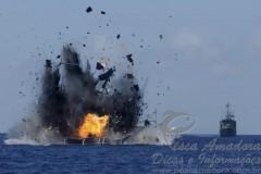 Indonesia explode barco de pesca ilegal