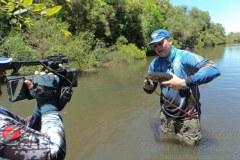 Joel Datena grava programa Coracao de Pescador no Uruguay e em Bage-RS