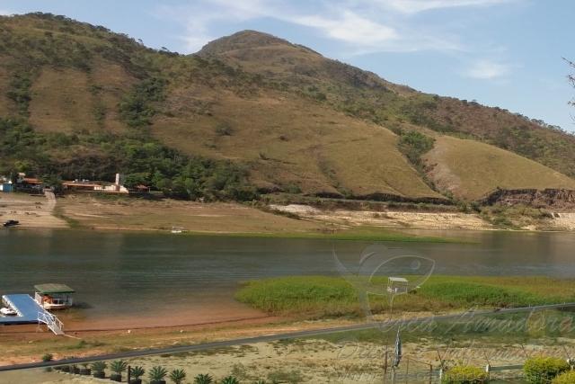 Lago de Furnas no municipio de Capitolio-MG com nivel de agua baixo 2