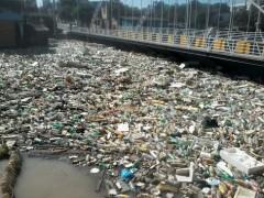 Lixo acumulado em Igarapes em Manaus-AM 03