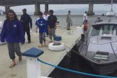 Marinha resgata pescadores que naufragaram durante pesca ilegal em SC
