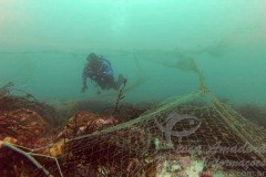 Materiais de pesca descartados no oceano - Lixo marinho - Pesca Fantasma 3