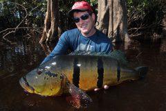 Ornamento da pesca esportiva do tucunare no Amazonas
