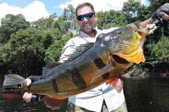 Ornamento da pesca esportiva do tucunare no Amazonas 5
