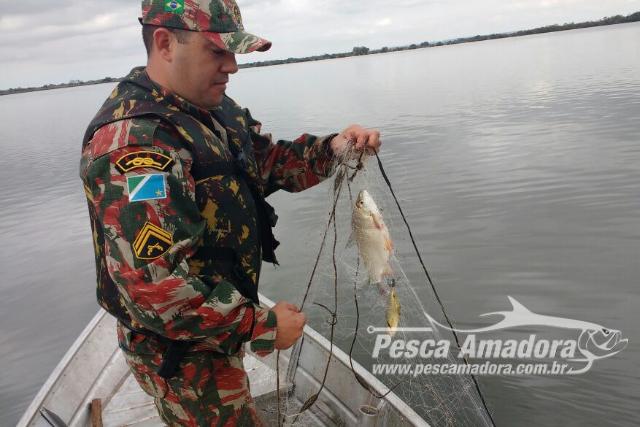 PMA apreende 200 metros de redes durante fiscalizacao no Rio Baia em MS