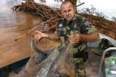 PMA apreende 25 kg de peixes e 200 metros de rede no lago de Itaipu no PR 1