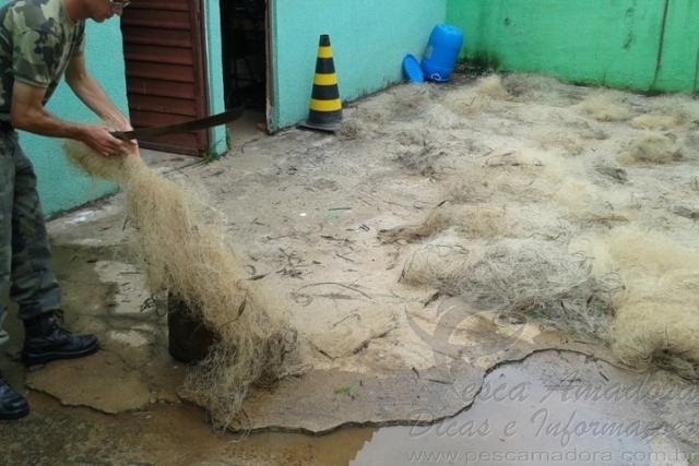 PMA apreende 76 redes utilizadas na pesca ilegal durante fiscalizacao no Parana 4