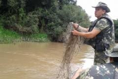 PMA apreende 76 redes utilizadas na pesca ilegal durante fiscalizacao no Parana 5