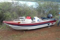 PMA encontra dois barcos abandonados na represa de Nova Ponte-MG