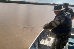 PMA retira 700m de redes irregulares na represa Capirava no PR 3