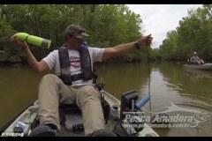 Pescador se depara com jacare ao verificar isca durante pescaria nos EUA