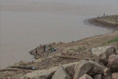 Pescadores amadores ignoram proibicao e pescam proximo a usina em RO 3