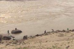 Pescadores amadores ignoram proibicao e pescam proximo a usina em RO 4