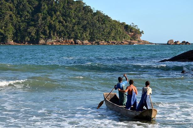 Pescadores artesanais em Ubatuba-SP