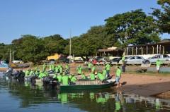 Pescadores de MS recolhem lixo no Rio Parana