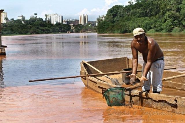 Pescadores e ribeirinhos afetados pela tragedia ambiental no Rio Doce