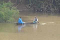 Pescadores flagram grupo fechando o Rio Cuiaba com redes em Varzea Grande-MT