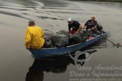 Pescadores limpam rios mangues em Cubatao-SP