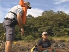 Policiais orientam pessoas pescando na margem do rio - Rio Preto-SP