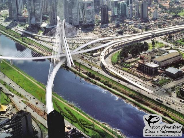 Ponte Estaiada sobre o Rio Pinheiros em Sao Paulo