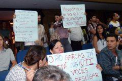 Protestos marcam audiencia sobre construcao de Usina Hidreletrica no Rio das Garcas-MT