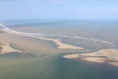Rejeitos chegam ao mar e preocupa quem vive da pesca e do turismo no ES